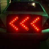 SH-L15 LED帆布方向指示燈<P>說明:長100cm 高50cm 12V / 2號電池 三段式閃爍 / 定光 / 跑馬