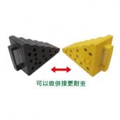 R24 橡膠車輪塞 規格:L24(含耳)*12*H18CM 3.5kq±3% 顏色:R24B黑色/R24Y黃色 (黃色SGS耐重測試4.5T)