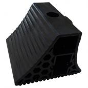 SH-P37 超大型PVC車輪塞<P>含把手-整體規格約:長26.5㎝*寬27㎝高20㎝ ( 誤差±3% )重量約6.1KG<P>於大型車停止時置於輪胎前後防止滑行