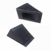 SH-R11 微型橡膠車輪塞<P>規格約:長12㎝*寬7.5㎝*高5.5㎝ ( 誤差±3% )重量約0.3KG<P>於小型車、推車停止時置於輪胎前後防止滑行<P>