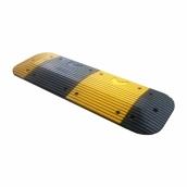 R5050C橡膠減速墊<br> 長50㎝*寬50㎝、厚度:5㎝/顏色:黑/黃色 <br>重約:8kg