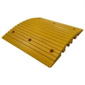 SH-P5055 PVC減速墊線槽<br> 規格約:長50㎝*寬50㎝*高度5.5㎝<br> 有黑黃兩種顏色<br> 大槽寬約5cm,高3.7cm*2槽<br> 小槽寬約3cm,高2.8cm*2槽<br>